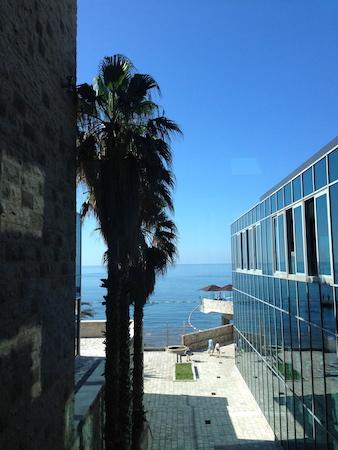 Выход к пляжу отеля