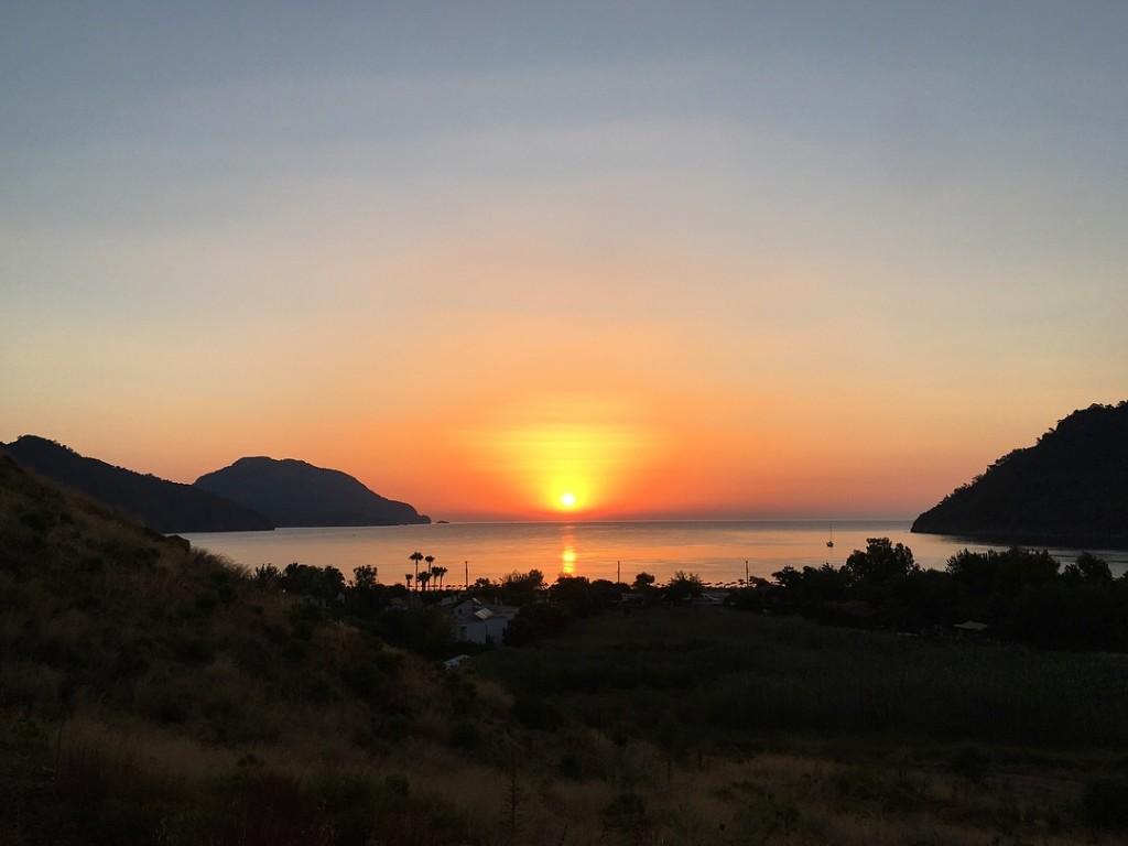 Рассвет на горе Бей